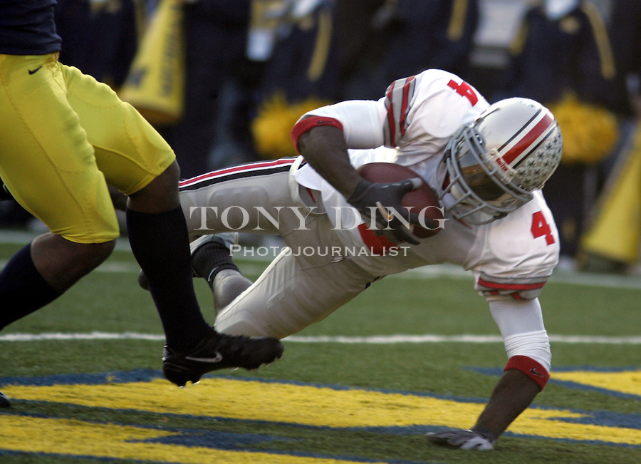 **CORRECTS SPELLING OF SANTONIO** Ohio State flanker Santonio Holmes (4) completes his 26-yard touchdown by diving into the end zone during the fourth quarter against Michigan at Michigan Stadium in Ann Arbor, Mich., Saturday, Nov. 19, 2005. Ohio State defeated Michigan, 25-21. (AP Photo/Tony Ding)