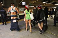 Journée sans pantalon, dans le métro de Montréal, 11 janvier 2015<br /> <br /> No Pants Day, in Montreal subway, Jan 11, 2015<br /> <br /> PHOTO : Agence Quebec Presse