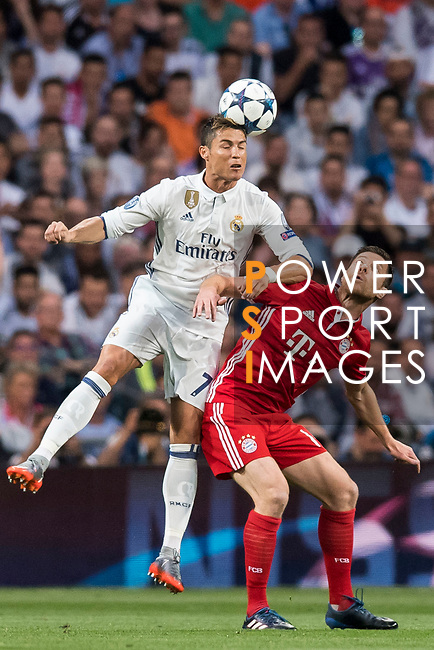 Cristiano Ronaldo (L) of Real Madrid battles for the ball with Xabi Alonso (R) of FC Bayern Munich during their 2016-17 UEFA Champions League Quarter-finals second leg match between Real Madrid and FC Bayern Munich at the Estadio Santiago Bernabeu on 18 April 2017 in Madrid, Spain. Photo by Diego Gonzalez Souto / Power Sport Images