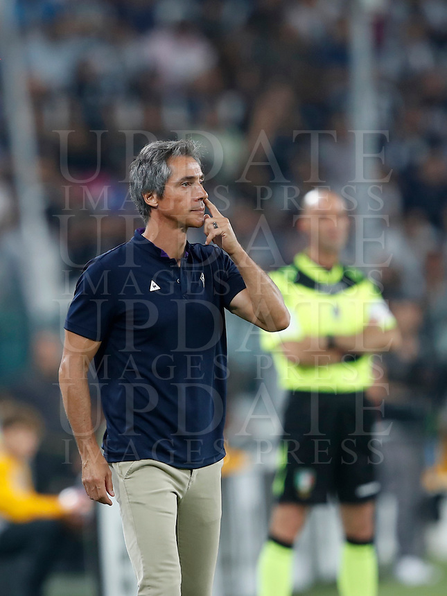 Calcio, Serie A: Juventus vs Fiorentina. Torino, Juventus Stadium, 20 agosto 2016.<br /> Fiorentina'scoach Paulo Sousa gives indications to his players during the Italian Serie A football match between Juventus and Fiorentina at Turin's Juventus Stadium, 20 August 2016. Juventus won 2-1.<br /> UPDATE IMAGES PRESS/Isabella Bonotto