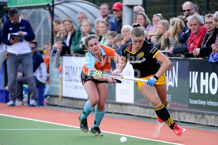 HAREN - Hockey, GHHC - Den Bosch, Hoofdklasse vrouwen , seizoen 2016-2017, 02-04-2017,  GHHC speelster Marle Brenkman in duel met Lidewij Welten