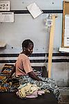 CAR,Bangui:  A mother is staying next to her child that has high fever. The child is treated in the MSF clinic of Mpoko that hospitalize the patients if needed. If the case become very bad, they transfer them to another hospital in the city.  21th April 2016.<br /> <br /> RCA: une mère est assise à coté de son enfant qui a de la fièvre. L'enfants est traité dans la clinique MSF de Mpoko qui hospitalise les patients si besoin. Si la cas devient grave, ils transmettent les patients vers un autre hôpital de la ville. 21 avril 2016