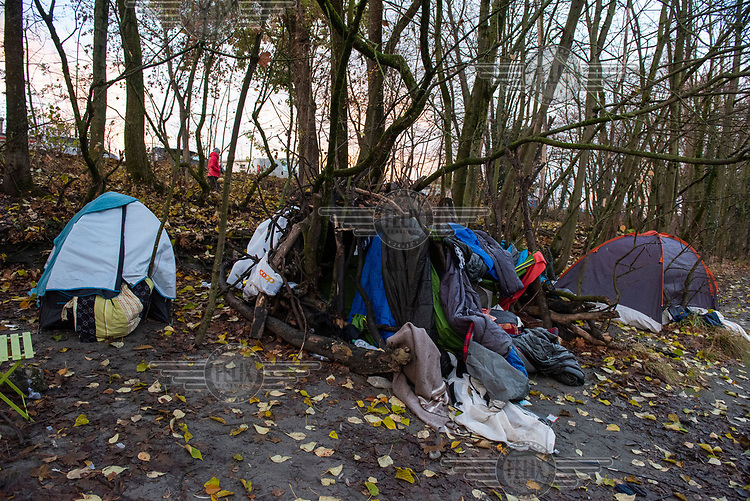 Homeless people's shelters beside the Avre River.