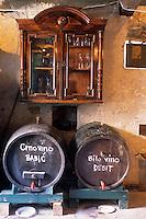 Europe/Croatie/Dalmatie/Primosten:Europe/Croatie/Dalmatie/Primosten: Caveau d'un vigneron  du vignoble  de Karst