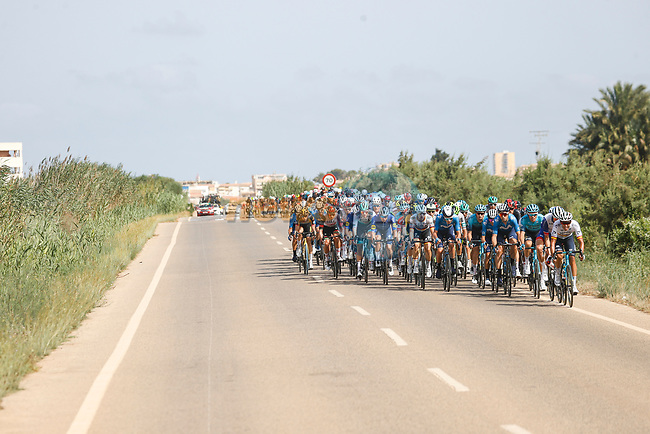 Crosswinds briefly split the peloton during Stage 8 of La Vuelta d'Espana 2021, running 173.7km from Santa Pola to La Manga del Mar Menor, Spain. 21st August 2021.     <br /> Picture: Luis Angel Gomez/Photogomezsport   Cyclefile<br /> <br /> All photos usage must carry mandatory copyright credit (© Cyclefile   Luis Angel Gomez/Photogomezsport)