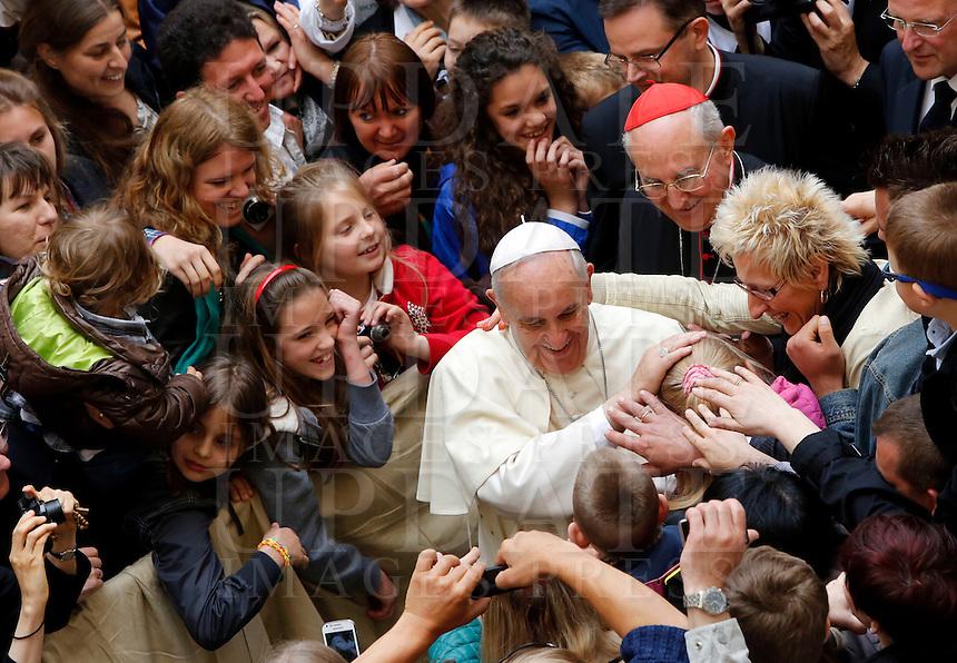 Papa Francesco saluta alcuni bambini al termine della sua visita pastorale alla chiesa di Santo Stanislao dei Polacchi a Roma, 4 maggio 2014.<br /> Pope Francis greets some children at the end of his pastoral visit to the church of St. Stanislaw of Poles in Rome, 4 May 2014.<br /> UPDATE IMAGES PRESS/Riccardo De Luca<br /> <br /> STRICTLY ONLY FOR EDITORIAL USE
