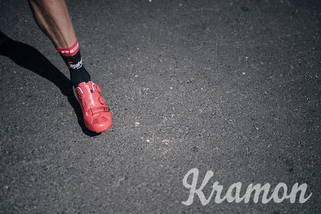 Koen de Kort (NED/Trek-Segafredo) ready to clip in & race<br /> <br /> 104th Tour de France 2017<br /> Stage 6 - Vesoul › Troyes (216km)