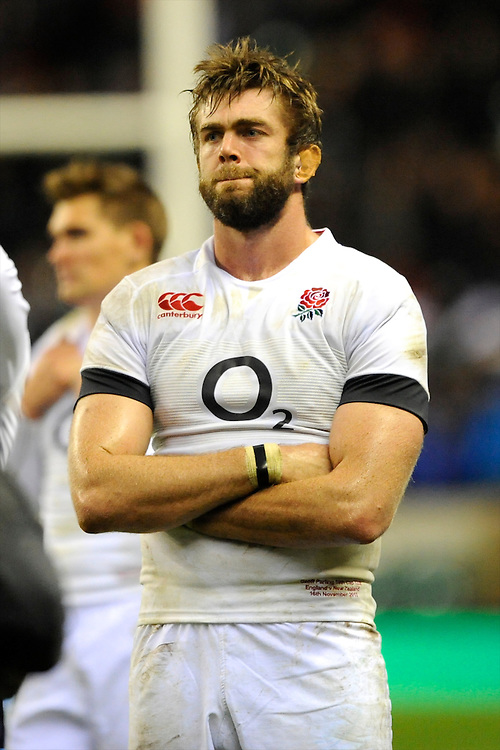 Geoff Parling of England looks dejected after losing the QBE Autumn International match between England and New Zealand at Twickenham on Saturday 16th November 2013 (Photo by Rob Munro)