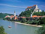 Germany, Upper Bavaria, Burghausen at river Salzach: longest castle of Europe (1.043 m) | Deutschland, Oberbayern, Burghausen an der Salzach: laengste Burganlage Europas (1.043 m)