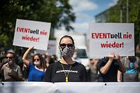 Ca. 400 Menschen aus der Veranstaltungsbranche, unter ihnen Festivalmitarbeiter, Tontechniker, Lichtmischer, Personaldienstleister, Konzertveranstalter demonstrierten am Montag den 29. Juni 2020 in Berlin. Sie wollten mit der Demonstration auf die nach wie vor kritische Lage in der Veranstaltungsbranche aufmerksam machen, die trotz der Corona-Lockerungen um das wirtschaftliche Ueberleben kaempft.<br /> 29.6.2020, Berlin<br /> Copyright: Christian-Ditsch.de<br /> NUR FUER REDAKTIONELLE ZWECKE! Werbung nur auf Anfrage beim Fotografen. [Inhaltsveraendernde Manipulation des Fotos nur nach ausdruecklicher Genehmigung des Fotografen. Vereinbarungen ueber Abtretung von Persoenlichkeitsrechten/Model Release der abgebildeten Person/Personen liegen nicht vor. NO MODEL RELEASE! Don't publish without copyright Christian-Ditsch.de, Veroeffentlichung nur mit Fotografennennung, sowie gegen Honorar, MwSt. und Beleg. Konto: I N G - D i B a, IBAN DE58500105175400192269, BIC INGDDEFFXXX, Kontakt: post@christian-ditsch.de<br /> Bei der Bearbeitung der Dateiinformationen darf die Urheberkennzeichnung in den EXIF- und  IPTC-Daten nicht entfernt werden, diese sind in digitalen Medien nach §95c UrhG rechtlich geschuetzt. Der Urhebervermerk wird gemaess §13 UrhG verlangt.]