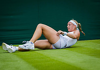 London, England, 4 th July, 2017, Tennis,  Wimbledon, Kiki Bertens (NED) falling<br /> Photo: Henk Koster/tennisimages.com