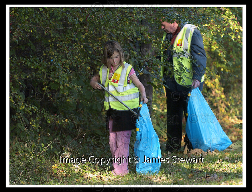 22/10/2007       Copyright Pic: James Stewart.File Name : 15_Larbert_Litter.MEMBERS OF THE PUBLIC GET TOGETHER ON THE STREETS AROUND LARBERT TO COLLECT LITTER.James Stewart Photo Agency 19 Carronlea Drive, Falkirk. FK2 8DN      Vat Reg No. 607 6932 25.Office     : +44 (0)1324 570906     .Mobile   : +44 (0)7721 416997.Fax         : +44 (0)1324 570906.E-mail  :  jim@jspa.co.uk.If you require further information then contact Jim Stewart on any of the numbers above........