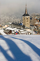 Europe/France/Rhone-Alpes/73/Savoie/Saint-Martin-de-Belleville : la sation village, son clocher et ses pistes