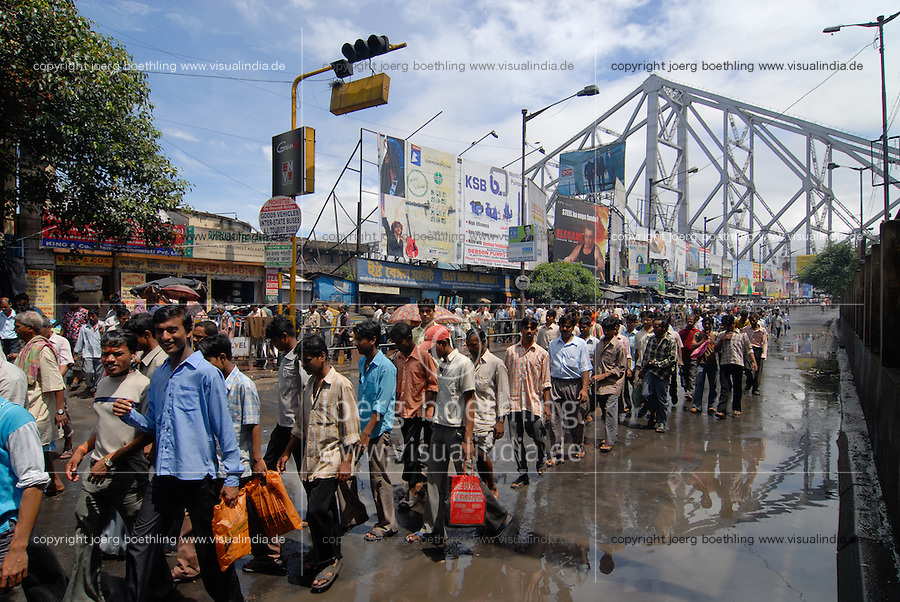 "Asien Suedasien Indien Westbengalen Megacity Kalkutta, Howrah Bruecke ueber den Fluss Hooghli  - Architektur Bruecken Verkehr xagndaz | .South asia India Westbengal Calcutta Kolkatta, Howrah bridge and Hooghli river , rush hour - Megacities traffic  .| [ copyright (c) Joerg Boethling / agenda , Veroeffentlichung nur gegen Honorar und Belegexemplar an / publication only with royalties and copy to:  agenda PG   Rothestr. 66   Germany D-22765 Hamburg   ph. ++49 40 391 907 14   e-mail: boethling@agenda-fototext.de   www.agenda-fototext.de   Bank: Hamburger Sparkasse  BLZ 200 505 50  Kto. 1281 120 178   IBAN: DE96 2005 0550 1281 1201 78   BIC: ""HASPDEHH"" ,  WEITERE MOTIVE ZU DIESEM THEMA SIND VORHANDEN!! MORE PICTURES ON THIS SUBJECT AVAILABLE!!  ] [#0,26,121#]"