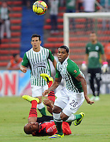 MEDELLêN -COLOMBIA-09-11-2013. Orlando Berriodel Atletico Nacional disputa el balon contra el Cucuta Deportivo durante partido de la 18 fecha del la Liga Postob—n 2013-1 realizado en el estadio Atanasio Girardot de Medell'n./  Atletico Nacional Berriodel Orlando dispute the ball against Deportivo Cucuta during the 18th game of the League Postob—n date conducted in 2013-1 Atanasio Girardot stadium in Medellin.Photo:VizzorImage / Luis Rios / Stringer