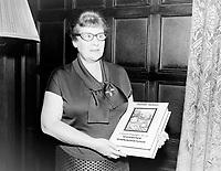 Jehane Benoit , auteure de L'encyclopedie de la cuisine canadienne<br /> , Entre le 16 et 22 septembre 1963<br /> <br /> Photographe : Photo Moderne- Agence Quebec Presse