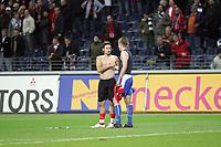 Trikottausch zwischen Albert Streit (Eintracht Frankfurt) und Bradley Carnell (Karlsruher SC)