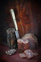 Gastronomire / Diététique /:Spécialité à base de thon fumé : Saucisson de Thon à l'ail des Ours, Chorizo de Thon, Bacon de Thon , fumé au bois de hêtre //  Gastronomy/Dietetic: Specialty with smoked tuna: Tuna sausage with Bear's garlic, Tuna chorizo, Tuna bacon, smoked with beech wood