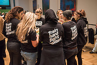"""Hatun Sueruecue-Preis 2017.<br /> Die Fraktion von Buendnis 90/Gruene im Berliner Abgeordnetenhaus verlieh am Freitag den 3. Februar 2017 zum 5. Mal den Hatun Sueruecue-Preis. Der mit insgesamt 1.000 Euro dotierte Frauenrechtspreis zeichnet Menschen aus, die sich tatkraeftig fuer Maedchen und junge Frauen einsetzen.<br /> Der erste Preis mit 500 Euro ging an die Reinickendorfer Kinder- und Jugendfreizeitstaette """"Centre Talma"""". Sie bietet seit 1994 in mehr als 40 Sport- und Tanzkursen aktive Kinder- und Jugendsozialarbeit an. Mit dem zweiten Preis und 300 Euro wurden die Boxgirls Berlin e.V. geehrt, die nach Meinung der Jury mit ihrer Sport- und Bildungsarbeit dazu beitragen, die Rollenbilder von Maennern und Frauen aufzuloesen. Der dritte Preis mit 200 Euro ging an die Initiative """"Bikeygees"""", deren Gruenderinnen seit 2015 gefluechteten Frauen das Fahrradfahren beibringen.<br /> Die 23jaehrige deutsch-Kurdin Hatun Sueruecue wurde am 7. Februar 2005 von ihren Bruedern in Berlin ermordet, da sie ein selbstbestimmtes Leben fuehren wollte und aus einer Zwangsheirat gefluechtet war. Der Ehrenmord hatte bundesweit fuer Entsetzen gesorgt.<br /> Im Bild: Mitglieder der Boxgirls Berlin.<br /> 3.2.2017, Berlin<br /> Copyright: Christian-Ditsch.de<br /> [Inhaltsveraendernde Manipulation des Fotos nur nach ausdruecklicher Genehmigung des Fotografen. Vereinbarungen ueber Abtretung von Persoenlichkeitsrechten/Model Release der abgebildeten Person/Personen liegen nicht vor. NO MODEL RELEASE! Nur fuer Redaktionelle Zwecke. Don't publish without copyright Christian-Ditsch.de, Veroeffentlichung nur mit Fotografennennung, sowie gegen Honorar, MwSt. und Beleg. Konto: I N G - D i B a, IBAN DE58500105175400192269, BIC INGDDEFFXXX, Kontakt: post@christian-ditsch.de<br /> Bei der Bearbeitung der Dateiinformationen darf die Urheberkennzeichnung in den EXIF- und  IPTC-Daten nicht entfernt werden, diese sind in digitalen Medien nach §95c UrhG rechtlich geschuetzt. Der Urhebervermerk wird gemae"""