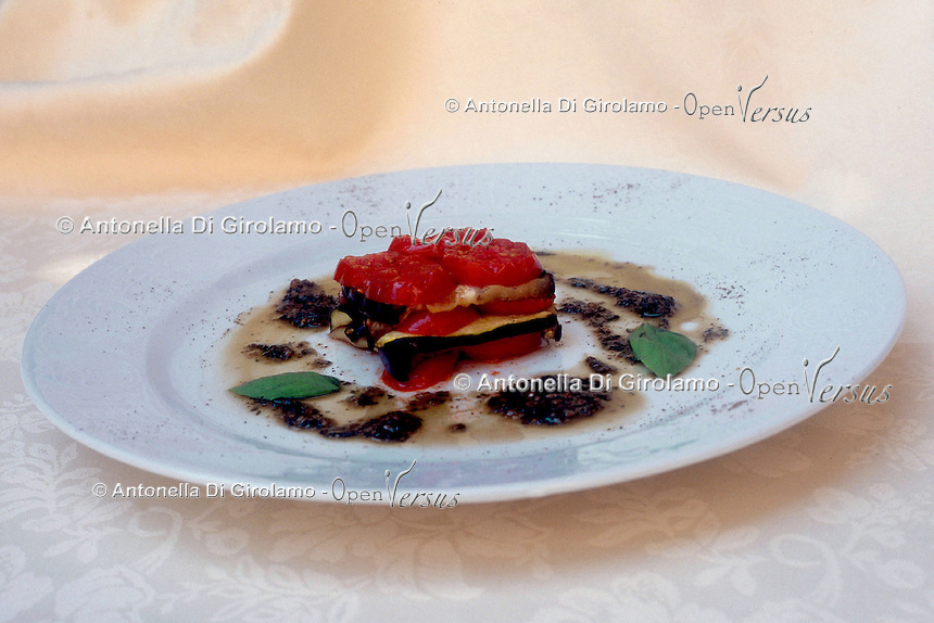 Cena di lusso e nouvelle cuisine. Luxury dinner and nouvelle cuisine..