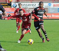 KV Kortrijk - SV Zulte-Waregem..Davy De Beule (links) in duel om de bal met Khaleem Hyland (rechts)..foto VDB / BART VANDENBROUCKE