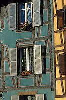 Europe/France/Alsace/68/Haut-Rhin/Colmar : Fenêtres des maisons de la petite Venise
