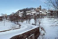 Europe/France/Auvergne/12/Aveyron/Laguiole: Le village en hiver