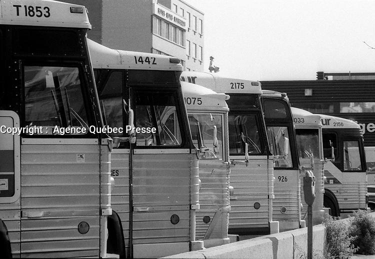 Autobus Voyageur au Terminal de la rue Berri,<br />  24 septembre 1985