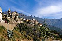 Blick auf Montemaggiore in der Balagne mit Barockkirche, Korsika, Frankreich
