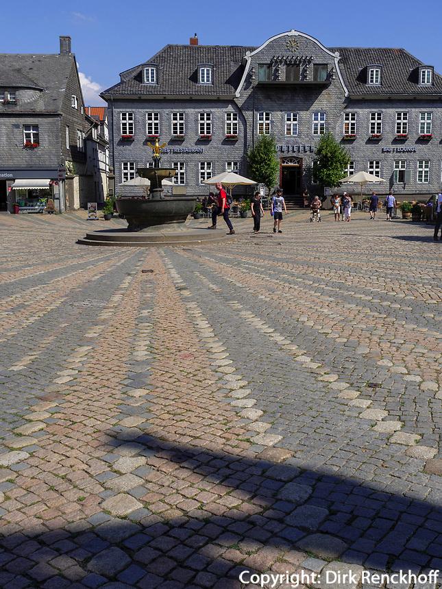 Marktplatz mit Kämmereigebäude, Goslar, Niedersachsen, Deutschland, Europa, UNESCO-Weltkulturerbe<br /> Marketplace and Kämmerei, Goslar, Lower Saxony,, Germany, Europe, UNESCO Heritage Site