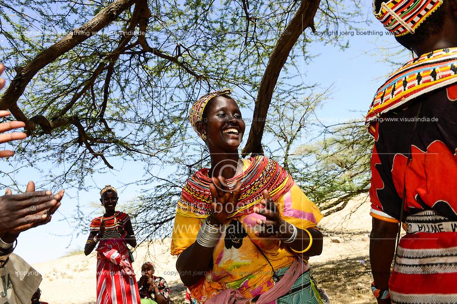 KENIA, Marsabit, village Laisamis, dancing Samburu women / KENIA, tanzende Samburu Frauen