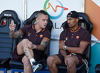 Calcio, Serie A: Frosinone vs Roma. Frosinone, stadio Comunale, 12 settembre 2015.<br /> Roma's Radja Nainggolan, left, and William Vainqueur sit on the bench during the Italian Serie A football match between Frosinone and Roma at Frosinone Comunale stadium, 12 September 2015.<br /> UPDATE IMAGES PRESS/Isabella Bonotto