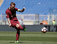 Calcio, Serie A: Roma, stadio Olimpico, 30 aprile 2017.<br /> AS Roma's Daniele De Rossi in action during the Italian Serie A football match between AS Roma an Lazio at Rome's Olympic stadium, April 30 2017.<br /> UPDATE IMAGES PRESS/Isabella Bonotto