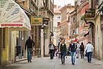 Croatia, Istria, Pula: old town lane   Kroatien, Istrien, Pula: Altstadtgasse