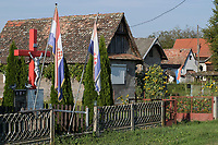 CROATIA, Slavonia, village with catholic cross and national flag / KROATIEN, Slawonien, Dorf mit katholischem Kreuz und Nationalfahne