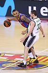 League ACB-ENDESA 2020/2021.Game 15.<br /> FC Barcelona vs Club Joventut Badalona: 88-74.<br /> Adam Hanga vs Ferran Bassas.