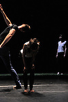 UNE FEMME AU SOLEIL<br /> <br /> Conception, chorégraphie : Perrine Valli<br /> Interprétation : Sylvère Lamotte, Marthe Krummenacher, Gilles Viandier, Perrine Valli<br /> Création sonore : Polar – Eric Linder<br /> Création lumières : Laurent Schaer<br /> Scénographie : Perrine Valli, Claire Peverelli<br /> Production : Compagnie Sam-Hester<br /> Cadre : Rencontres chorégraphiques internationales de Seine-Saint-Denis<br /> Lieu : Nouveau Théâtre, salle Maria Casarès<br /> Ville : Montreuil<br /> Date : 04/05/2015