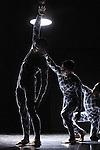 QUANTUM<br /> <br /> chorégraphie Gilles Jobin<br /> installation luminocinétique Julius von Bismarck<br /> ingénieur Martin Schied<br /> danseurs Catarina Barbosa, Ruth Childs, Susana Panadés Díaz, Stanislas Charré, Martin Roehrich, Denis Terrasse<br /> musique : Carla Scaletti — interprétation en direct POL<br /> costumes : Jean-Paul Lespagnard — assistante costumes Léa Capisano<br /> conseillers scientifiques : Michael Doser, Nicolas Chanon (physiciens du CER N)<br /> direction technique : Marie Predour<br /> Compagnie : Gilles Jobin<br /> Lieu : Théâtre de la Cité Internationale<br /> Ville : Paris<br /> Date : 03/11/2013<br /> © Laurent Paillier / photosdedanse.com