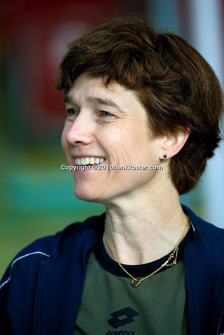 04-05-10, Zoetermeer, SilverDome, Tennis, Training Davis Cup, KNLTB bondsarts Babette Pluim
