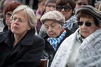 Mehrere hundert Menschen kamen zur Feierlichkeit anlaesslich des 71. Jahrestages der Befreiung des Frauen-Konzentrationslagers Ravensbrueck, unter ihnen auch der stellv. Außenminister Griechenlands, Nikos Xydakis. <br /> Von den ueber 120.000 Frauen und 20.000 Maennern, die im Nationalsozialismus in dem Konzentrationslager inhaftiert waren leben 71 Jahre nach der Befreiung durch die Rote Armee nur noch 160. Ueberlebenden aus Frankreich, Norwegen, Polen, Spanien, Slovakei und Italien nahmen an der Veranstaltung teil.<br /> Im Anschluss an die offiziellen Reden wurden Kraenze am Mahnmal am Schwedter See niedergelegt und Blumen in den See geworfen. Waehrend der NS-Zeit wurde die Asche der ermordeten in den See gekippt.<br /> 17.4.2016, Ravensbrueck/Brandenburg<br /> Copyright: Christian-Ditsch.de<br /> [Inhaltsveraendernde Manipulation des Fotos nur nach ausdruecklicher Genehmigung des Fotografen. Vereinbarungen ueber Abtretung von Persoenlichkeitsrechten/Model Release der abgebildeten Person/Personen liegen nicht vor. NO MODEL RELEASE! Nur fuer Redaktionelle Zwecke. Don't publish without copyright Christian-Ditsch.de, Veroeffentlichung nur mit Fotografennennung, sowie gegen Honorar, MwSt. und Beleg. Konto: I N G - D i B a, IBAN DE58500105175400192269, BIC INGDDEFFXXX, Kontakt: post@christian-ditsch.de<br /> Bei der Bearbeitung der Dateiinformationen darf die Urheberkennzeichnung in den EXIF- und  IPTC-Daten nicht entfernt werden, diese sind in digitalen Medien nach §95c UrhG rechtlich geschuetzt. Der Urhebervermerk wird gemaess §13 UrhG verlangt.]