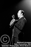 Sujet : Raymond Lévesque<br /> Date : 6 novembre 1968<br /> Photographe : Photo Moderne<br /> Collection : Jocelyn Paquet<br /> Numéro : DSC27441<br /> Historique de diffusion: