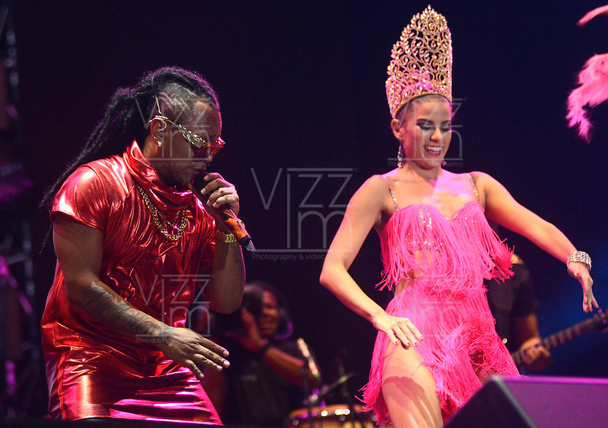 BARRANQUIILLA -COLOMBIA-17-FEBRERO-2015. <br /> Mr Black y la reina del carnaval  artistas urbanos del momento fueron los m‡s esperados y ovacionados.<br /> Miles de barranquilleros disfrutaron en el Romelio Mart'nez de una constelaci—n de grandes estrellas que con su mœsica iluminan el cielo barranquillero, en el tercer d'a de Carnaval./ Mr Black y la reina del carnaval  urban artists of the time were the most anticipated and acclaimed.<br /> Thousands of barranquilleros enjoyed in the Romelio Martinez of a constellation of superstars whose music barranquillero light up the sky, on the third day of Carnival .Photo:VizzoImage / Alfonso Cervantes / Stringer