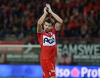 KV Kortrijk - KRC Genk : Stijn De Smet dankt de supporters <br /> Foto VDB / Bart Vandenbroucke