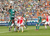 SÃO PAULO,SP, 14 JANEIRO 2011 - AMISTOSO PALMEIRAS X AJAX (HOL)<br /> Valdivia Durante  partida entre as equipes do Palmeiras X Ajax (hol) realizada no  Estádio Paulo Machado de Carvalho (Pacaembu) na zona oeste de São Paulo, neste Sabado (14). (FOTO: ALE VIANNA - NEWS FREE).