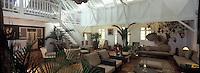 France/DOM/Martinique/ Le François: Salon de l' Hôtel Plein Soleil à Mansarde rancée à la  Pointe Thalémont