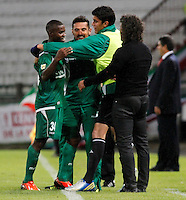 MANIZALES -COLOMBIA, 23-11-2013. Carlos Gustavo Rivas (Izq.) de Deportivo Cali celebra un gol en contra de Once Caldas durante partido válido por la fecha 3 de los cuadrangulares finales de la Liga Postobón II 2013 jugado en el estadio Palogrande de la ciudad de Manizales./ Deportivo Cali player Carlos Gustavo Rivas (L) celebrates a goal against Once Caldas during match for the 3rd date of final quadrangulars of the Postobon  League II 2013 at Palogrande stadium in Manizales city. Photo: VizzorImage/Santiago Osorio/STR