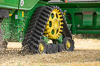 John Deere T670 combine ; combinehaarvesting wheat - Lincolnshire, August