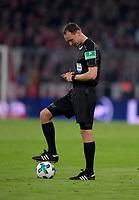 31.03.2018, Football 1. Bundesliga 2017/2018, 28.  match day, FC Bayern Muenchen - Borussia Dortmund, in Allianz-Arena Muenchen. referee Bastian Dankert schreibt. *** Local Caption *** © pixathlon