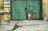 ROMANIA, Bucharest, March 1980..Gypsu child in the dirty streets of Bucharest..ROUMANIE, Bucarest, mars 1980..Enfant rom dans les rues sales de Bucarest..© Andrei Pandele / EST&OST