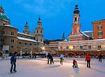 Oesterreich, Salzburger Land, Salzburg: Kunsteisbahn auf dem Mozartplatz mit Dom und St. Michaeliskirche | Austria, Salzburger Land, Salzburg: ice skating rink at Mozart Square with cathedral and St. Michaelis church